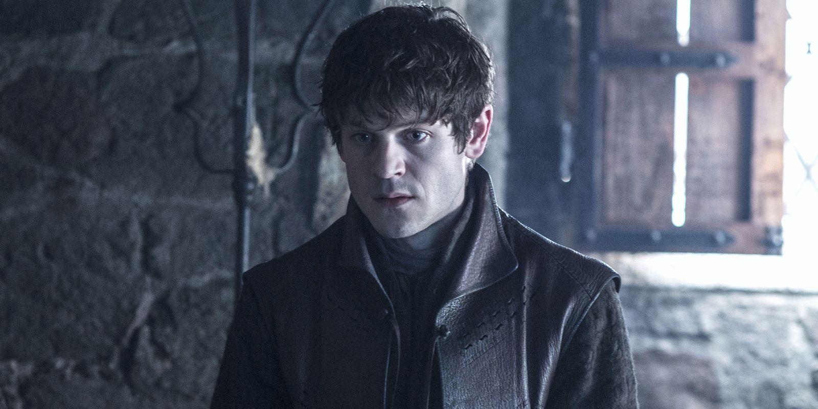 Актер, сыгравший злодея Рамси Болтона в «Игре престолов ...